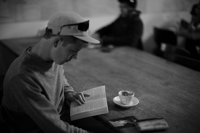 Reading in the expresso bar in San Francisco.. Leica M9 with Leica 50mm Noctilux-M ASPH f/0.95. © 2012-2016 Thorsten Overgaard.