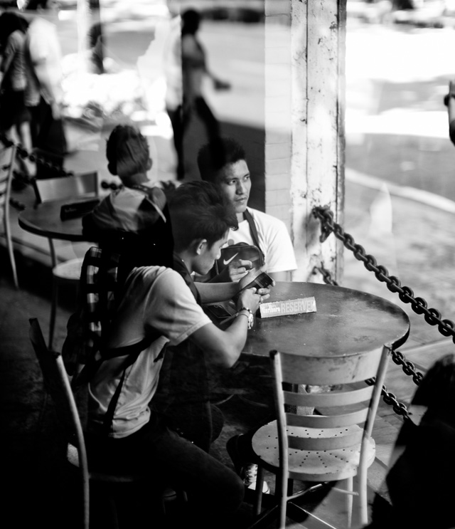 Cafe in Manila. Leica M 240 with Leica 50mm Noctilux-M ASPH f/0.95. © 2015-2016 Thorsten Overgaard.