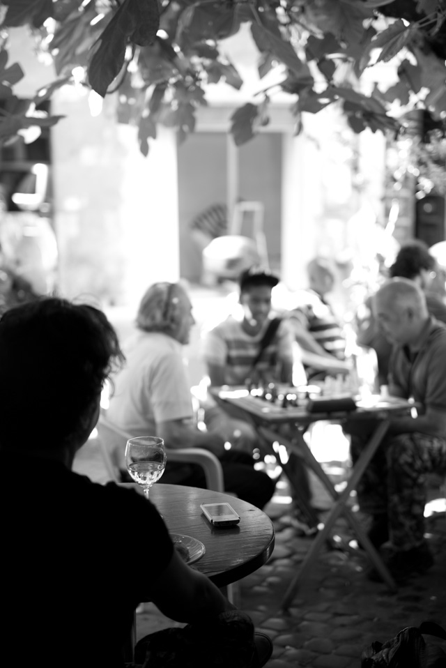 Every afternoon they play chess outside Bar del Fico. Leica M 246 with Leica 50mm APO-Summicron-M ASPH f/2.0. © 2016 Thorsten Overgaard.