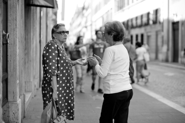 They always talk in Rome, mostly with their hands. Leica M 246 with Leica 50mm Noctilux-M ASPH f/0.95. © 2016 Thorsten Overgaard.
