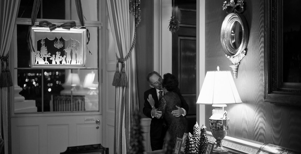 The true spirit of Christmas. Kissing under the mistletoe in the doorway to the Blue Room in the White House, Washington DC during the Christmas Reception 2017.  Leica M10 with Leica 50mm Summilux-M ASPH f/1.4 BC. © Copyright 2017 Thorsten von Overgaard.