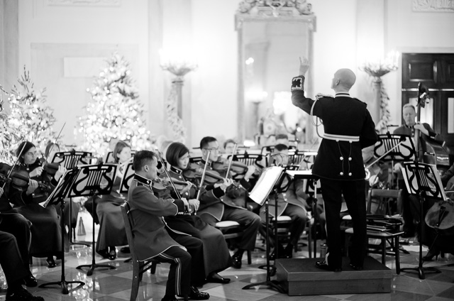 The orchestra played Christmas classics throughout the evening. Leica M10 with Leica 50mm Summilux-M ASPH f/1.4 BC. © 2017 Thorsten von Overgaard.