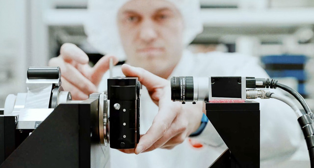 Focus adjustment at Leica Camera AG in Wetzlar.