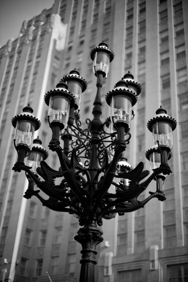 Another look at the Chase Park Plaza Royal Hotel in Sy. Louis, and the impressive gas lamps that flanks the streets arouind the hotel where Saks Fifth and other luxury stores once were (they've moved to a mall now, most of them). Leica M10 with Leica 50mm Noctilux-M ASPH f/0.95. © 2018 Thorsten von Overgaard.