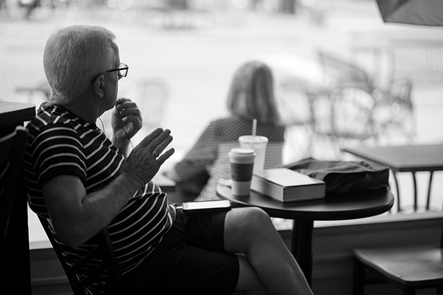 St. Louis cafe. Leica M10 with Leica 75mm Noctilux-M ASPH f/1.25. © 2018 Thorsten von Overgaard.