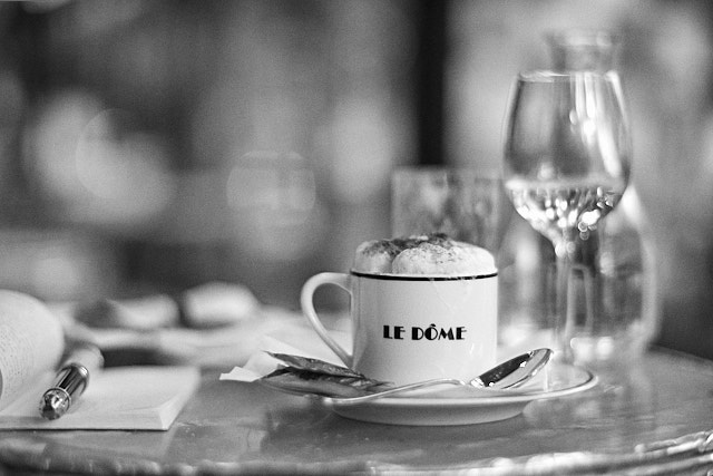 Coffee and writing in Le Dome, Henri Cartier-Bressons favorite hangout in Paris. Leica M10-P with Leica 75mm Summilux-M ASPH f/1.4. © Thorsten Overgaard.