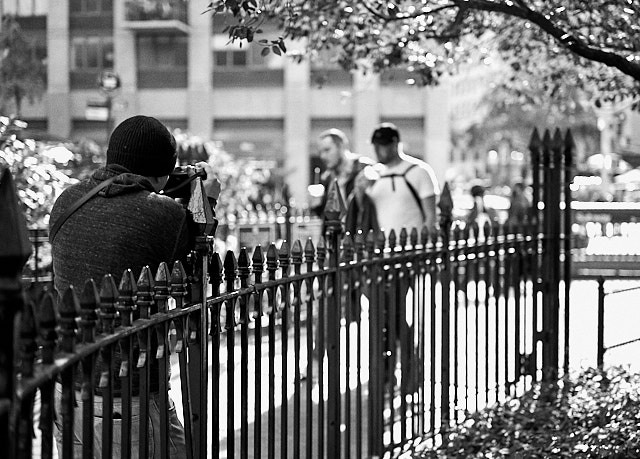 Waiting for the decisive moment at Madison Square Park. Leica M10-P with Leica 50mm APO-Summicron-M ASPH f/2.0 LHSA. © Thorsten von Overgaard.