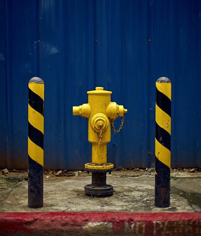 I love fire hydrants and it warms my hearth to this royal version of one, with guards. Leica M10-P with Leica 50mm Noctilux-M ASPH f/0.95. © Thorsten Overgaard.