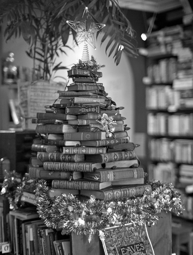Books made up as a Christmas Tree in Sydney in 2018. Leica M10-P. © Thorsten Overgaard.