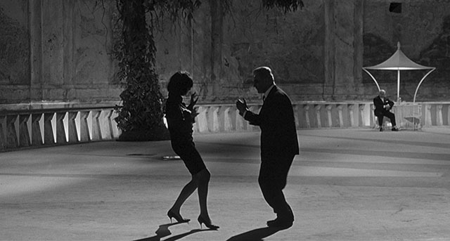 "Simple as this. Just have the light behind and no softening light on the front of a person and you have dramatic silhouettes. Yet, notice the person in the back with light on him; and his skin tone in the face is exposed correctly. ""8½"" by Federico Fellini (1963, cinematographer: Gianni Di Venanzo)."