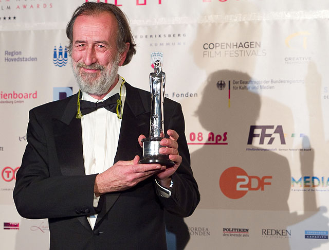 Marco Onorato receives an EUROPEAN CINEMATOGRAPHER 2008 award at European Film Awards at Forum on December 6, 2008 in Copenhagen, Denmark (Photo by Thorsten Overgaard/Getty Images). Leica R8 DMR with 35-70mm f/2.8 @ f/3.4, 400 ISO, 1/125 sec, Lightroom 2 RAW-conversion. © Thorsten Overgaard.