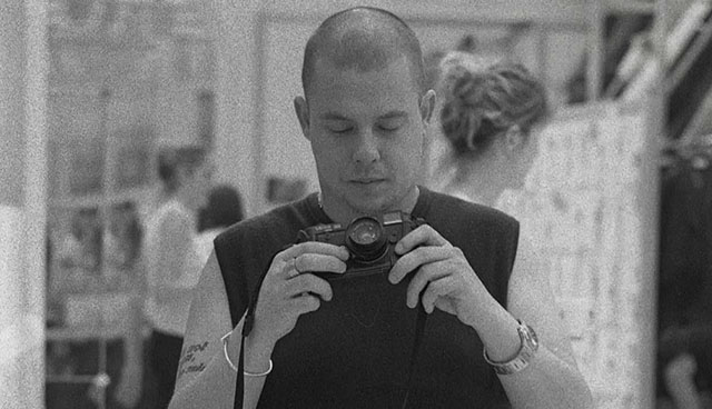 Alexander McQueen (1969-2010) with his Leica M6 in the documentary (2018) McQueen.