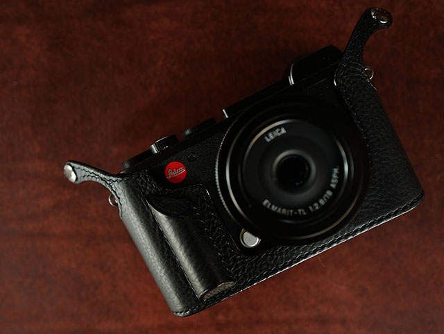Leica CL Aventino grip half-case, also available in this model. Handmade in Korea by Sejun Kim.