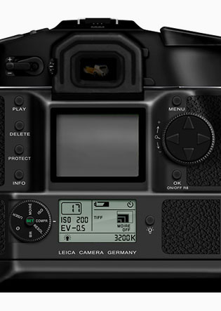 The sensor and screen stacked up on the back of the 2004-model of the Leica digital back for Leica R9.
