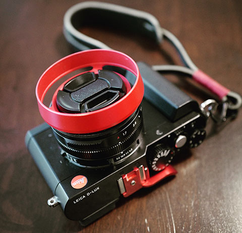 E43 RED Ventilated Hood in the Leica D-Lux Typ 109 (E43 filter size)