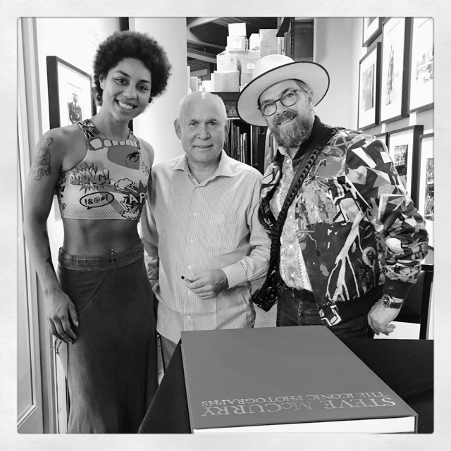 We met with Steve McCurry at Peter Fedderman Gallery in LA on September 17 for his opening of the exhibition. We also got a signed book and signed print - and a selfie of course.  JOY VILLA THORSTEN OVERGAARD