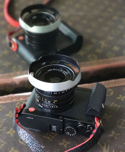 The ventilated lens shade I designed for the Leica Q is now available in Black Paint, RED and Silver. As you can easily see in this picture, the ventilated shade sits on the outside of the lens (like the original) and leave space to easily change filters on the lens' filter thread. In the picture the strap is from @ybputro.