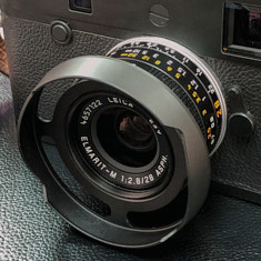 Version VI silver 2016. Model 11673. Comes with square hood from Leica. (Here with the ventilated hood designed by Overgaard).