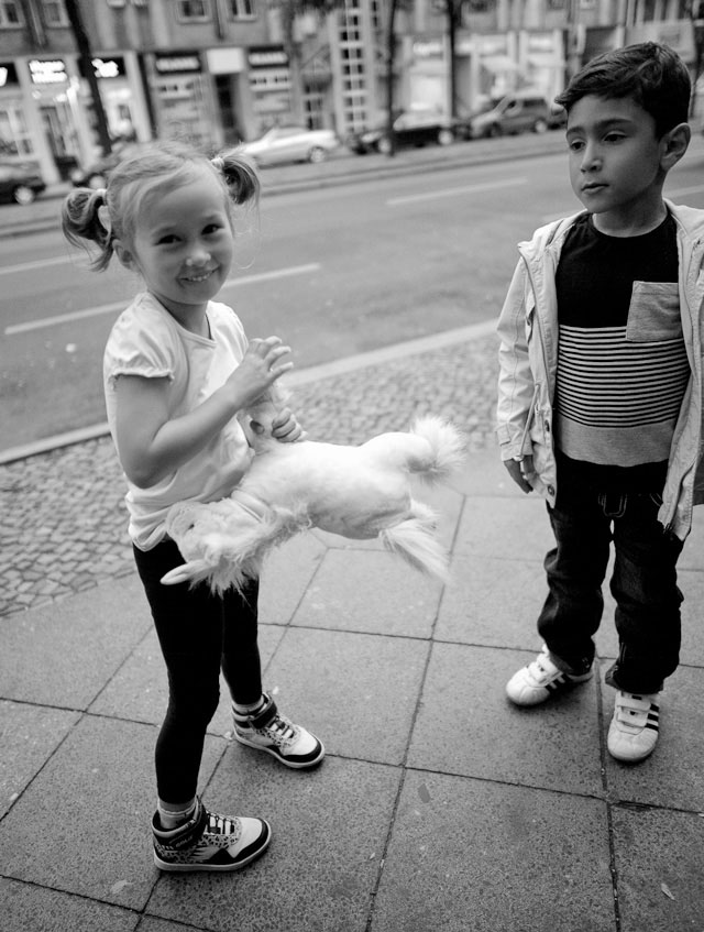 Young love in Berlin. Leica M 240 with Leica 21mm Summilux-M ASPH f/1.4.