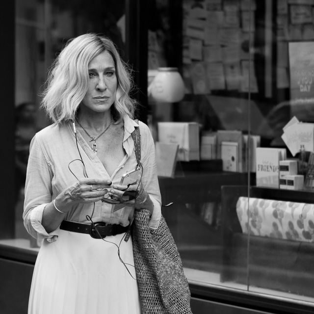 "Sarah Jessica Parker on 6th Ave in New York, second day on set, filming the romantic drama ""Best Day of My Life"". Leica TL2 with Leica 35mm Summilux-TL ASPH f/1.4. © 2017 Thorsten Overgaard."