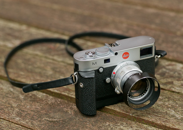 Simplicity: Even the 24MP digital rangefinder camera Leica M 240 looks like a good old classic camera with the Leica 50mm Summicron-M f/2.0 II rigid and the original lens shade, model 12.485.
