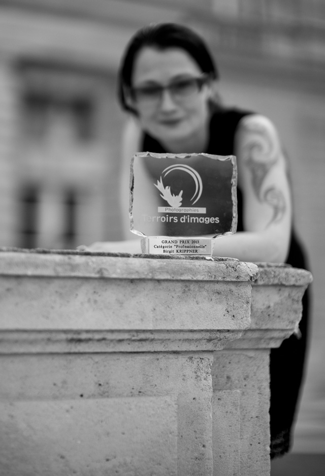 Birgit Krippner with her award in Paris