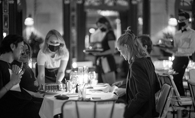 Busy days in the famous La Palette cafe on Rue de Seine. Leica SL2 with Leica 50mm Noctilux-M ASPH f/0.95. © Thorsten Overgaard.