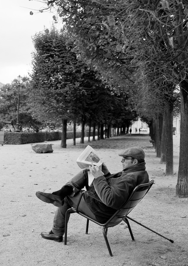 Palais Royal where people hang around and talk or read. Leica Q. © 2015 Thorsten Overgaard.
