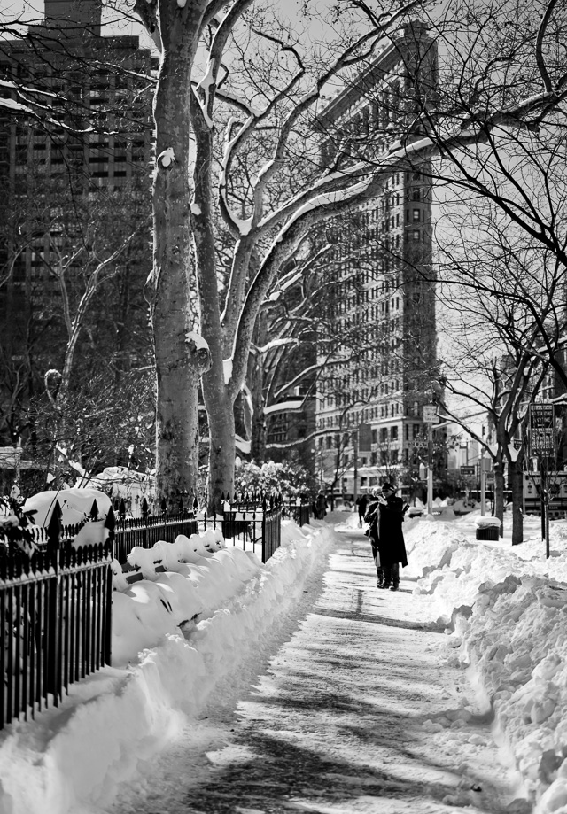 "The Day After the 2016 Blizzard: New Yorkers are out and about seizing the result of a days snowfall from ""Snowzilla"". The weather forecast says sunshine and warmer weather the next days. Leica SL with Leica 50mm APO-Summicron-M ASPH f/2.0. © 2016 Thorsten von Overgaard."