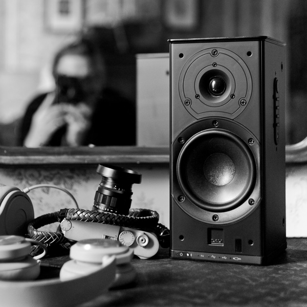 Doing a little Instagram post about my Dali Kubik Free loudspeakers that I travel with (with the Leica M10 and headphones from Fendi and B&O lying around as well).