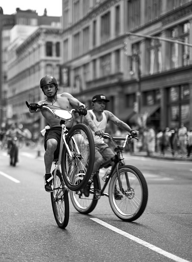 I took a series of 3-4 photos to nail the focus on these approaching bicycles in New York. Leica M10 with Leica 50mm Nuctilux-M ASPH f/0.95 FLE. © 2018 Thorsten von Overgaard.