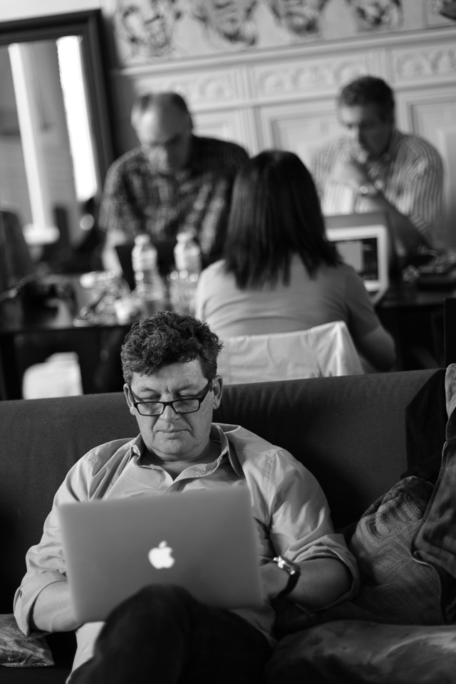 Improving the skills. Everybody editing at the Overgaard Workshop in Paris, May 2016. Leica M9 with Leica 75mm Summilux-M f/1.4. © 2016 Thorsten Overgaard.