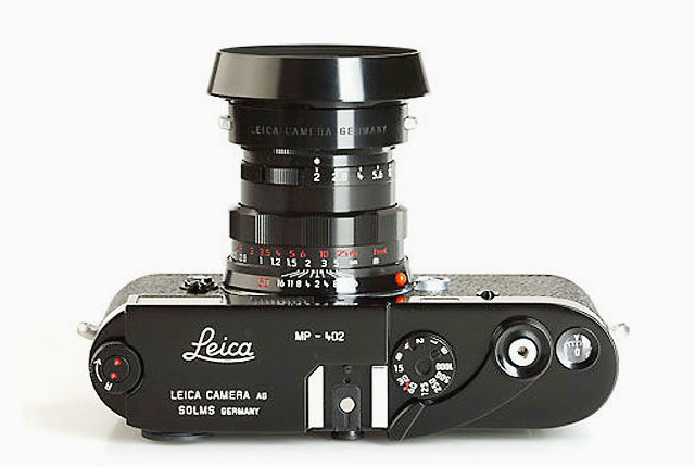 Nothing is like the old days: The classic Leica MP film rangefinder camera with a knob for rewinding of the film.