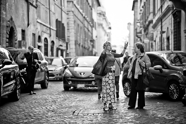 Traffic in Rome. Leica TL2 with Leica 50mm Noctilux-M ASPH f/0.95. © 2017 Thorsten Overgaard.
