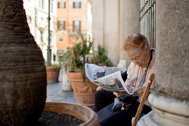 Reading the gossip from Cammes, in Rome. Leica TL2 with Leica 35mm Summilux-TL ASPH f/1.4. © 2017 Thorsten Overgaard.