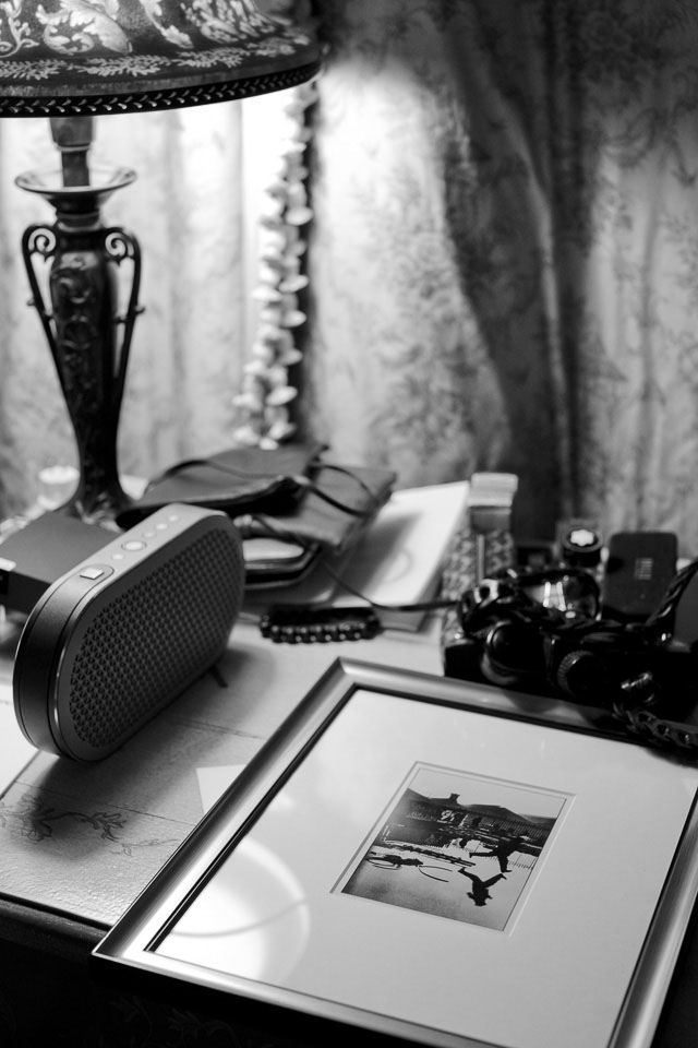My desk in the hotel with my framed Henri Cartier-Bresson print, my Danish made Dali KATCH bluetooth hifi-speaker, and camera and writing parts. Leica M10 with Leica 50mm Noctilux-M ASPH f/0.95 FLE. © 2017 Thorsten Overgaard.