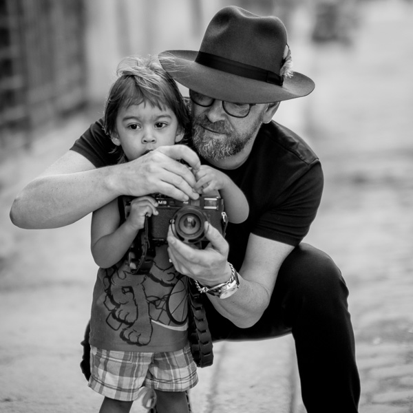Teaching the young enthusiast in Cuba the Leica M9. © 2018 Matt Schultz
