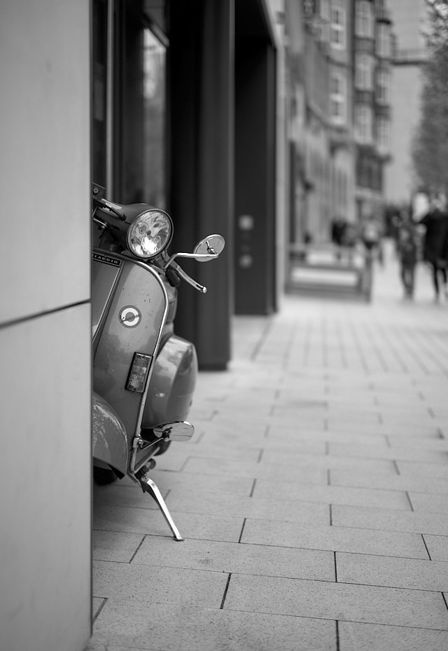 A scooter peeking out in Hamburg. Leica M10-P with Leica 50mm Summilux-M ASPH f/1.4. © Thorsten Overgaard.