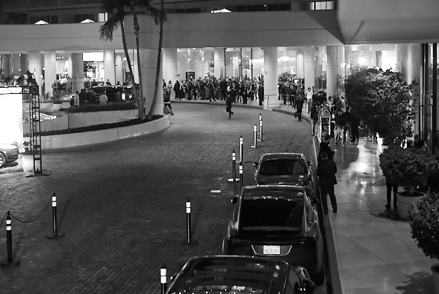 The outside of Beverly Hilton Hotel packed with limos dropping off one celebrity after the other. Leica M10-P with Leica 50mm Summilux-M ASPH f/1.4 © Thorsten Overgaard.