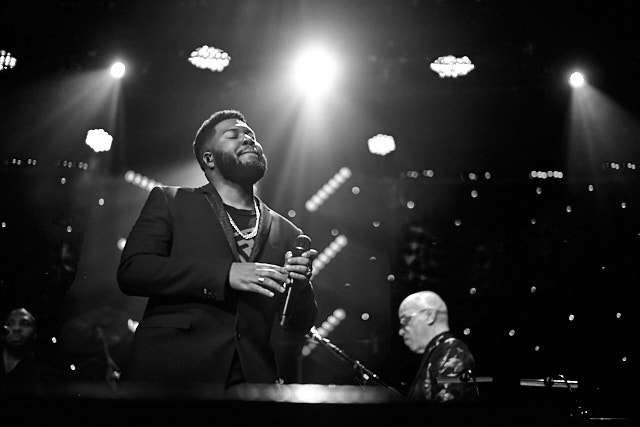 Khalid at the Clive Davis Pre-Grammys Gala 2020. Leica M10-P with Leica 50mm Summilux-M ASPH f/1.4 © Thorsten Overgaard.