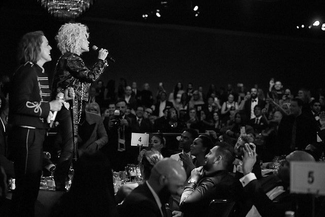 The party took a new direction when Brandi Carlile and Cyndi Lauper performed and decided to hop onto table number 4 to get closer to the audience. Leica M10-P with Leica 50mm Summilux-M ASPH f/1.4 © Thorsten Overgaard.