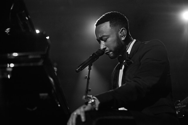 John Legend performs at the Clive Davis Pre-Grammys Gala 2020. Leica M10-P with 50mm Summilux-M ASPH f/1.4 BC. © Thorsten Overgaard.