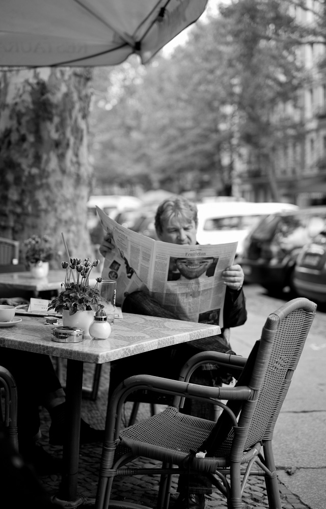 A smiling German newspaper. Leica M 240 with Leica 50mm APO-Summicron-M ASPH f/2.0.