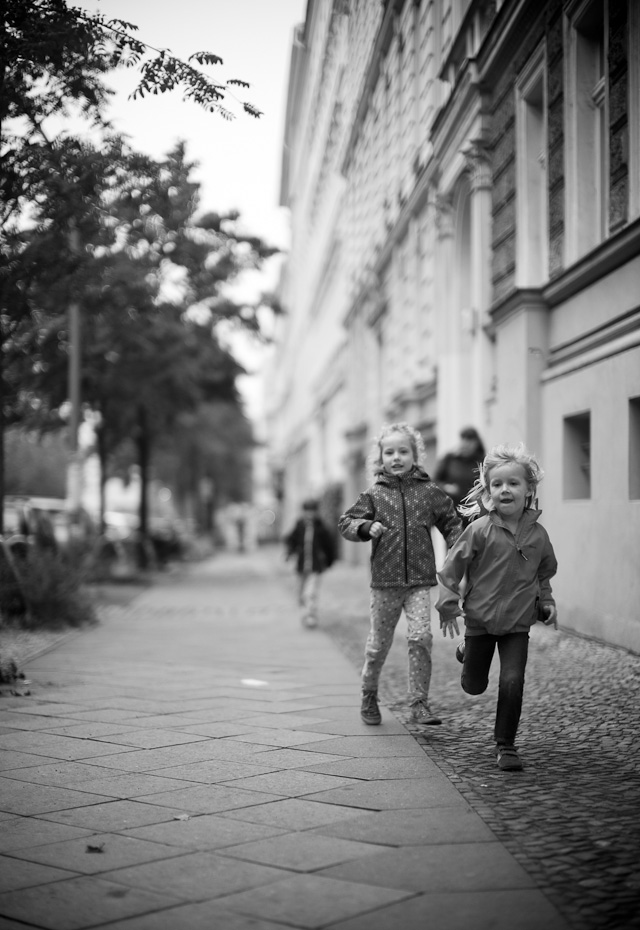 Berlin, September 2014. I saw these kids coming and had fairly good time to kneel down, set the focus and prepare the frame I wanted. Leica M 240 with Leica 50mm Noctilux-M ASPH f/0.95