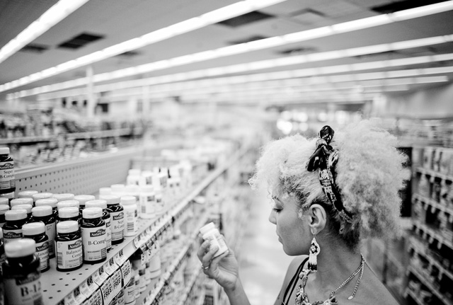 Shopping B1 vitamins in a supermarket in Los Angeles, August 2015. Joy reads everything and checks everything. Leica M 240 with Leica 28mm Summilux-M ASPH f/1.4. © 2015 Thorsten Overgaard. Lightroom 6 with 2010 Process.