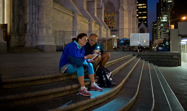 Tourists in New York get up early and go to bed late so as suck it all in. Leica M 240 with Leica 28mm Summilux-M ASPH f/1.4, 2900 Kelvin, 1600 ISO. © 2015 Thorsten Overgaard.