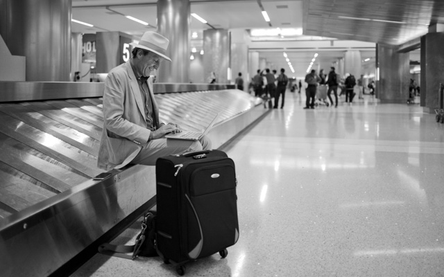 Editor Jurriaan Kamp of The Intelligent Optimist working hard at LAX. Leica M10 with Leica 28mm Summilux-M ASPH f/1.4. © 2017 Thorsten Overgaard.