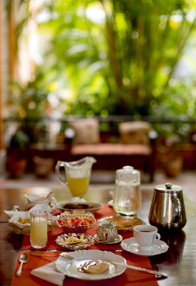 My breakfast table in Havana, Cuba. Leica M10 with Leica 50mm Noctilux-M ASPH f/0.95. © 2017 Thorsten Overgaard.