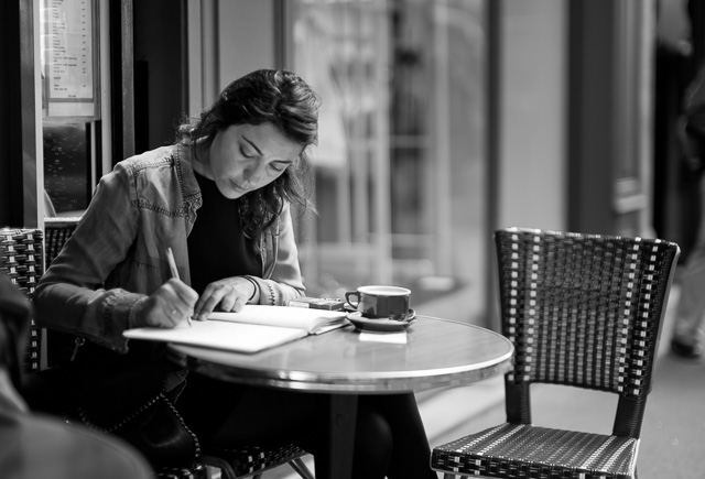 Outside a cafe in Paris writing with a Sailor fountain pen. If you prefer a thin nib, the Sailor is a good choice. Leica M10 with Leica 50mm Noctilux-M ASPH f/0.95. © 2017-2018 Thorsten von Overgaard.