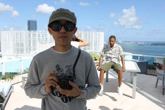 Nigo with his Leica M9 P hammerthorne (and Pharrel in the background). He sold it at Sotherby's together with (som of) his colletion of special suitcases, art and more.